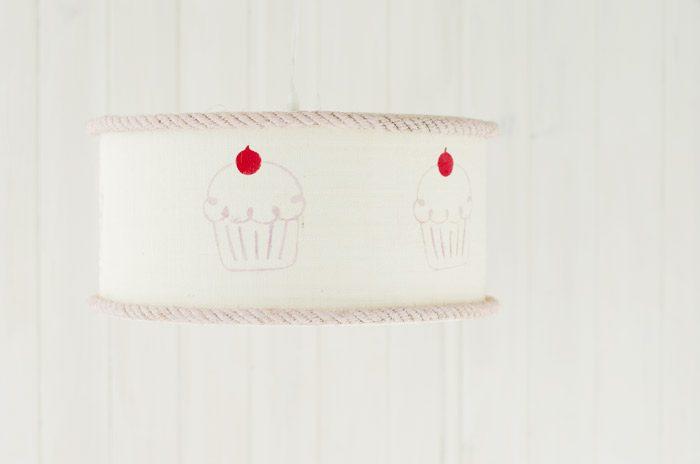pantalla de saco con cup cake y cuerda rosa annie sloan