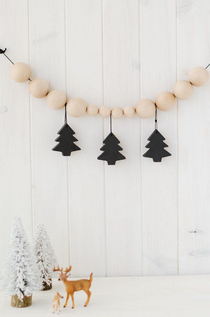 Adornos de Navidad con bolas de madera, Guirnalda con arbol