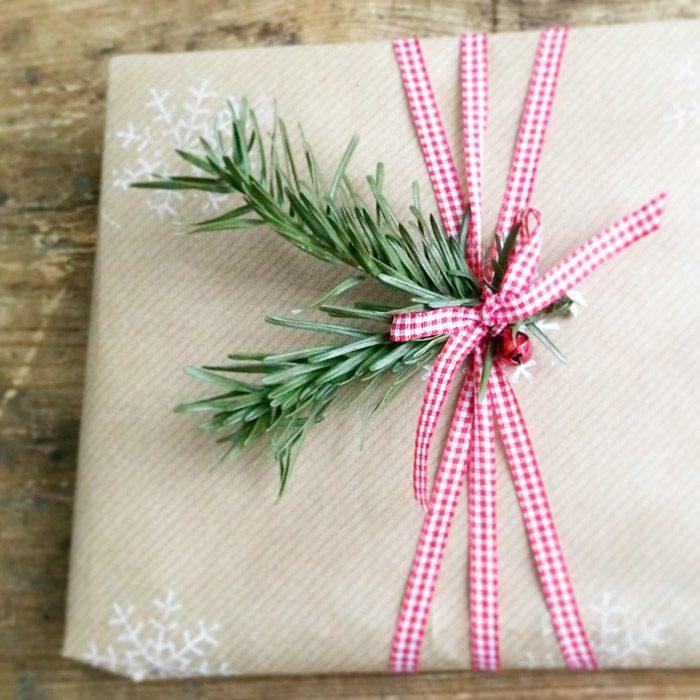 envoltorio navidad papel kraft hojas abeto lazo cuadros