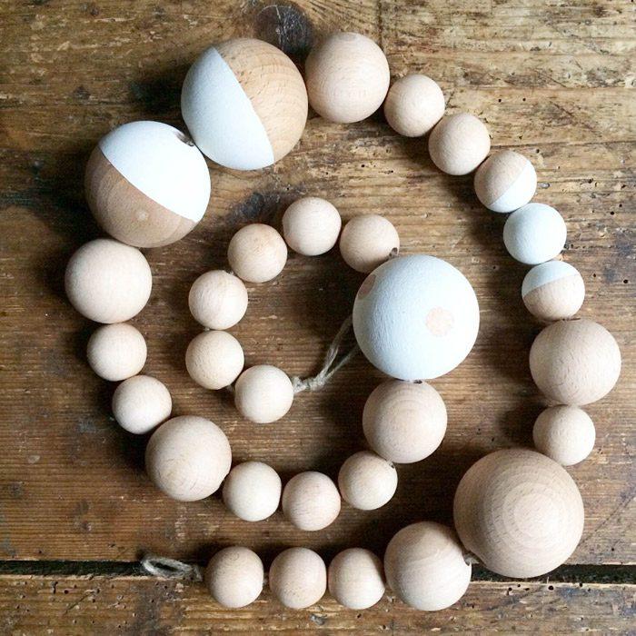 Diy guirnalda bolas madera con chalk paint