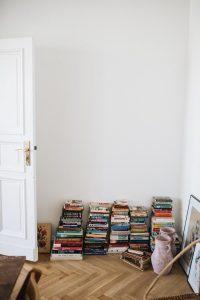 Tsundoku,-el-placer-de-coleccionar-y-apilar-libros-convertido-en-tendencia---La-Trastienda-de-Liderlamp-(6)